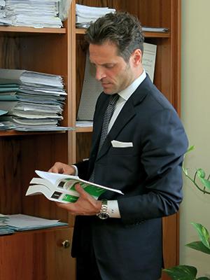 avvocato Lucino al lavoro